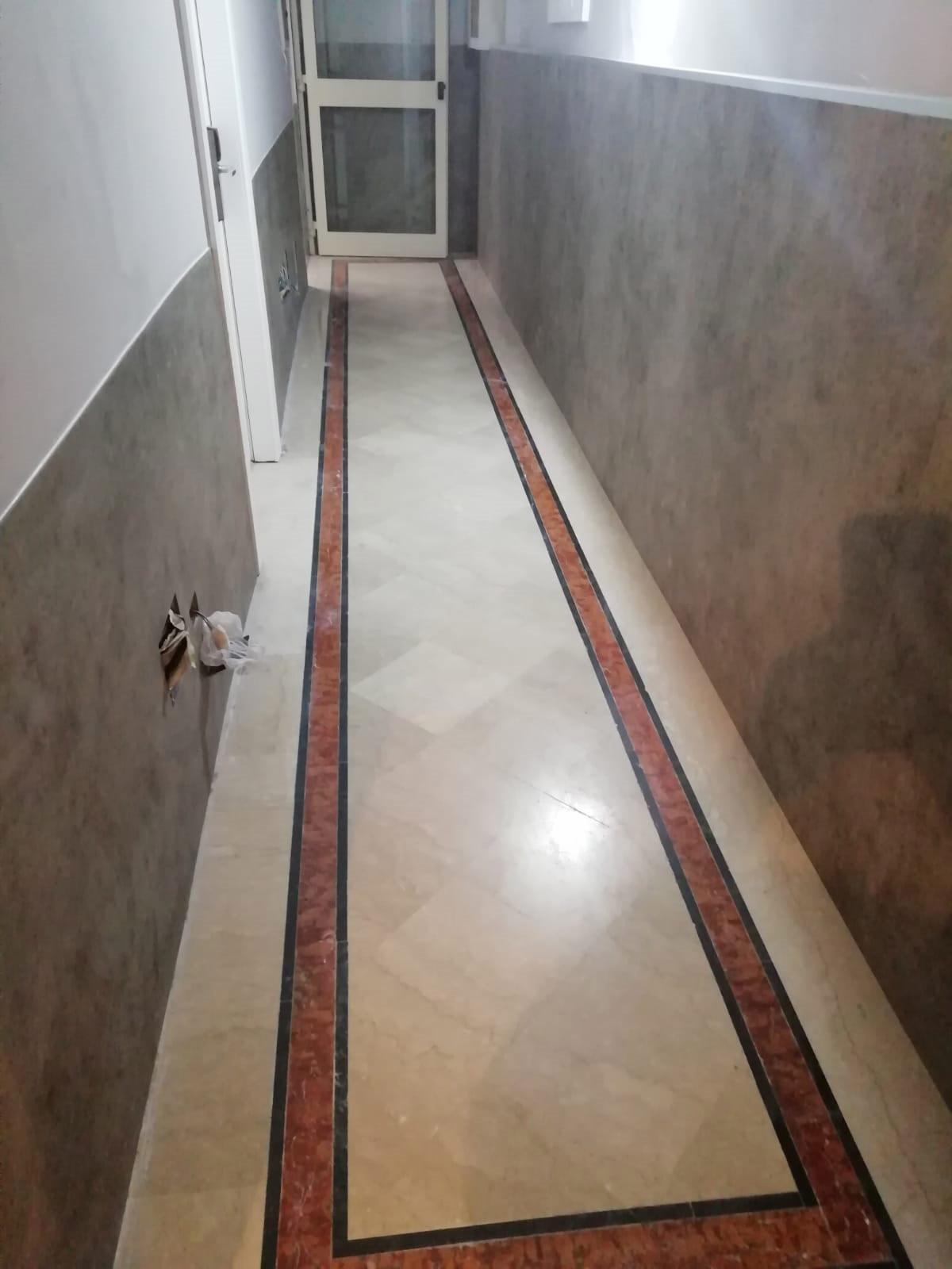 Corridoi albergo- pareti in lvt